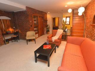 Spacious 1 bedroom apartment sleeps 4 comfortably--8 foot ceilings and wide open space