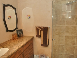 Bathroom 2, with shower